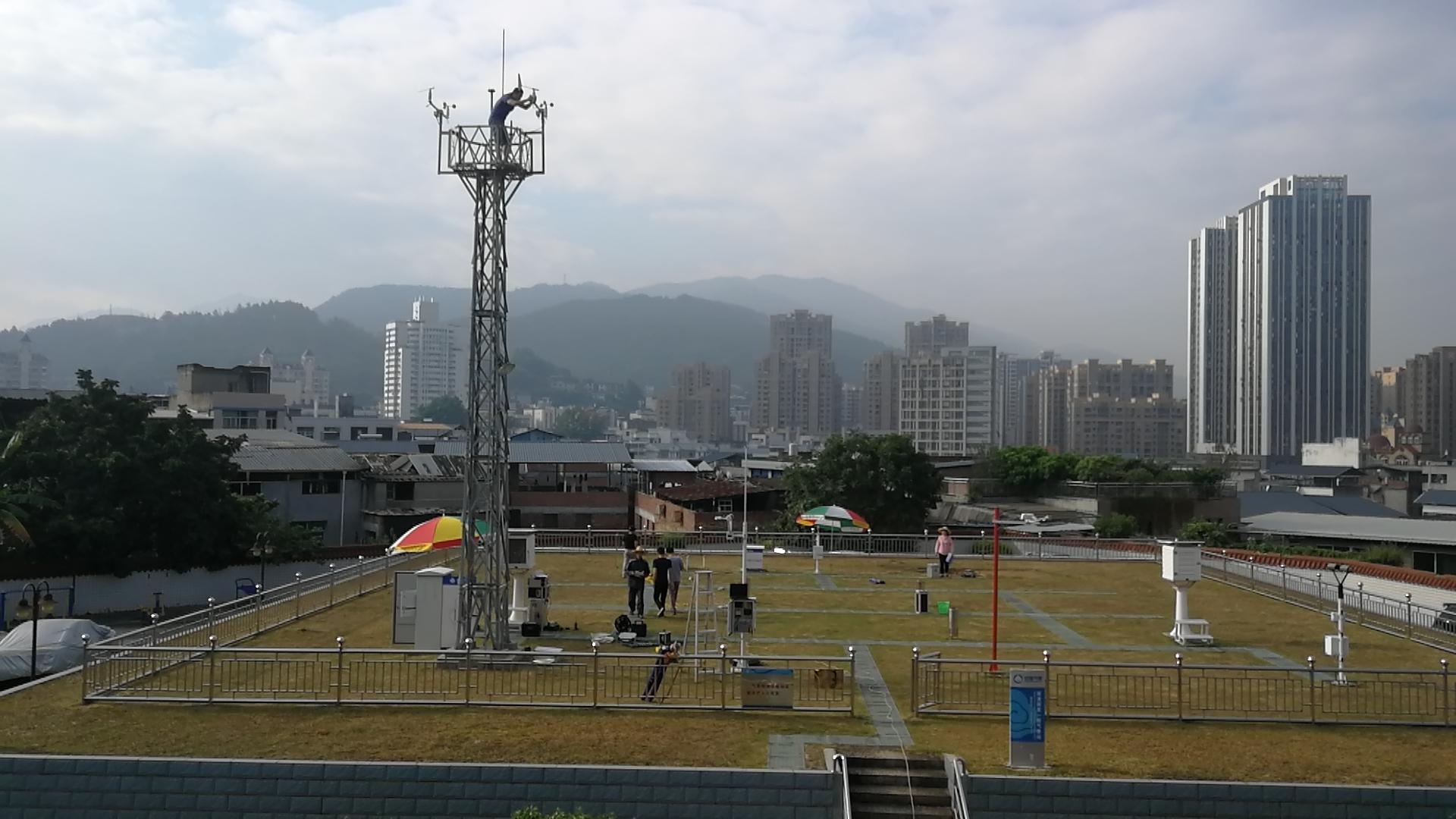 福州:烈日下的坚守——完成全市国家级自动气象站计量检定工作