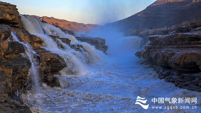 黄河壶口瀑布出现冰挂景观