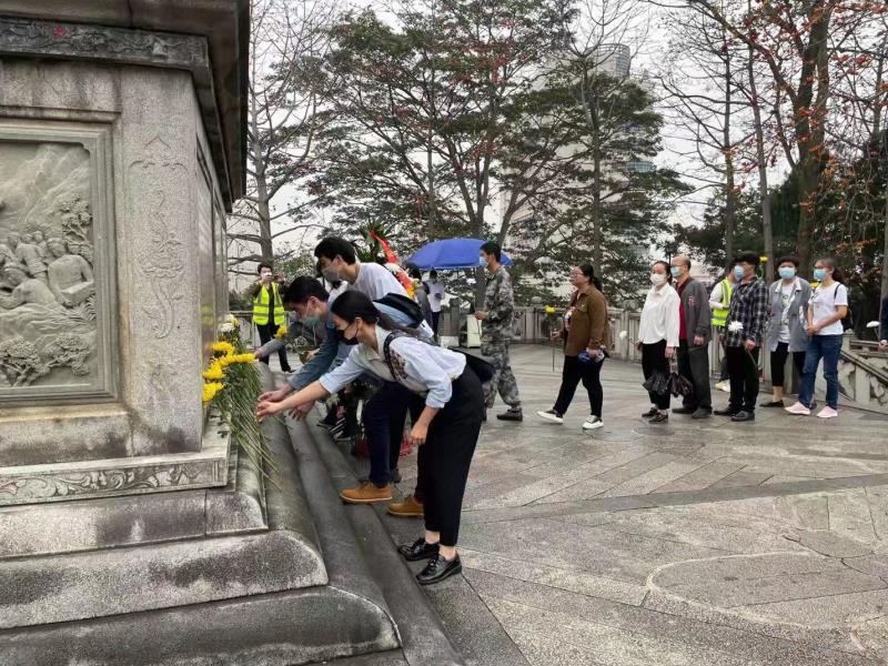 莆田:清明祭墓忆英雄 遗志长存耀碧空